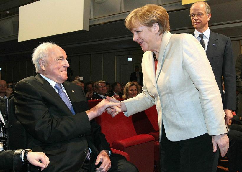 Angela Merkel ásamt Helmut Kohl árið 2015.