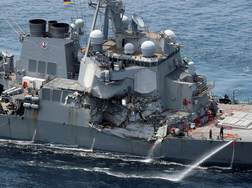 Tundurspillirinn USS Fitzgerald skemmdist mikið í árekstrinum.