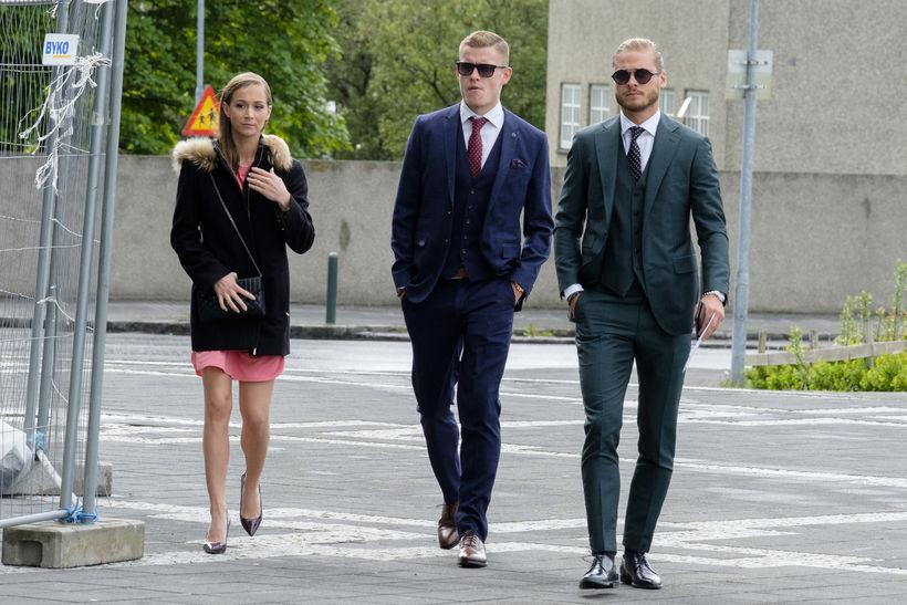 Alfreð Finnbogason mætti í dökkbláum jakkafötum, ekki ósvipuðum þeim og ...