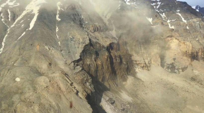 Griðarlegt magn bergs féll í Karrat-fjörðinn.