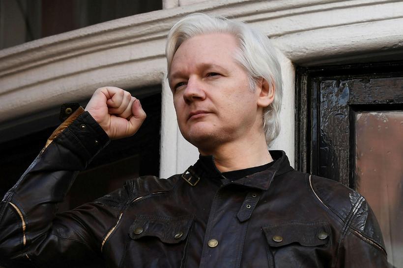 Julian Assange hefur búið í sendiráði Ekvador í London síðustu ...