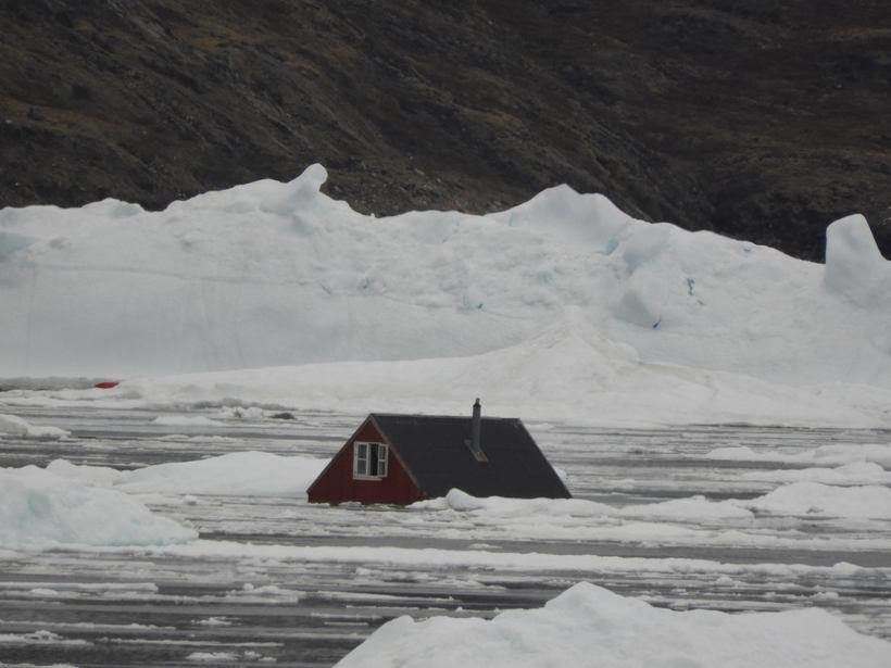 Þorpið Nuugaatsiaq varð illa úti.