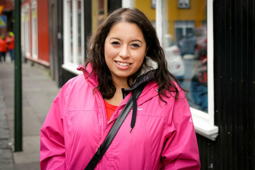 Nicole from Canada think Icelanders are friendly.