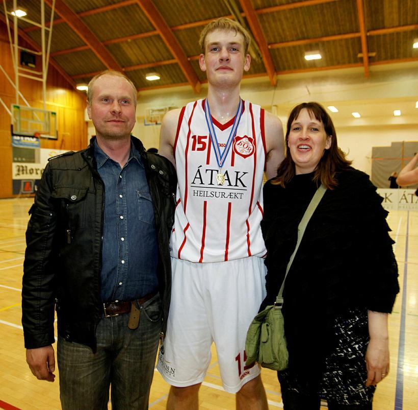 Tryggvi Snær Hlinason og foreldrar hans, Hlini Jón Gíslason og ...