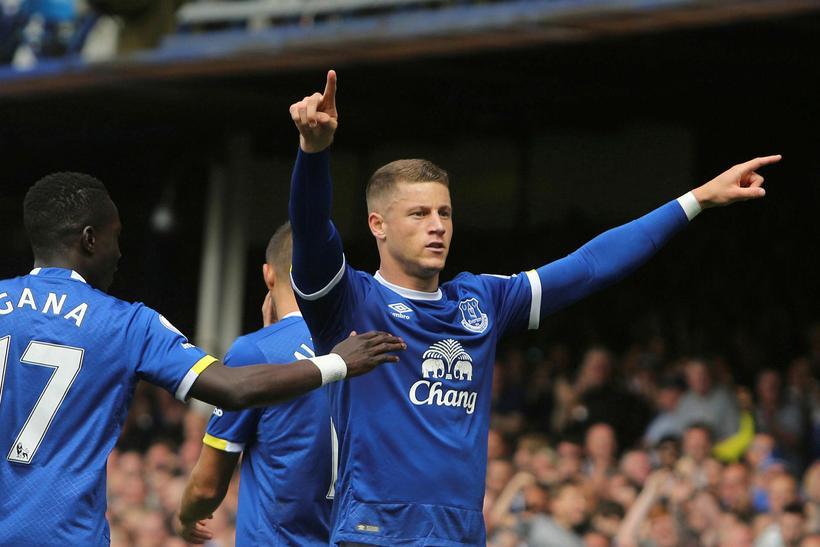 Miðjumaðurinn Ross Barkley er kominn til Chelsea frá Everton fyrir ...