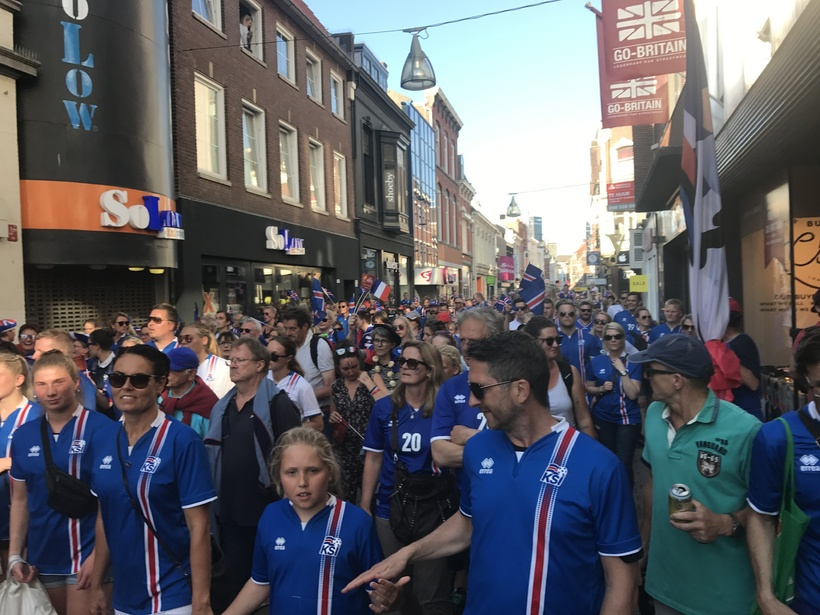 There are many fans of the Icelandic team gathered in ...
