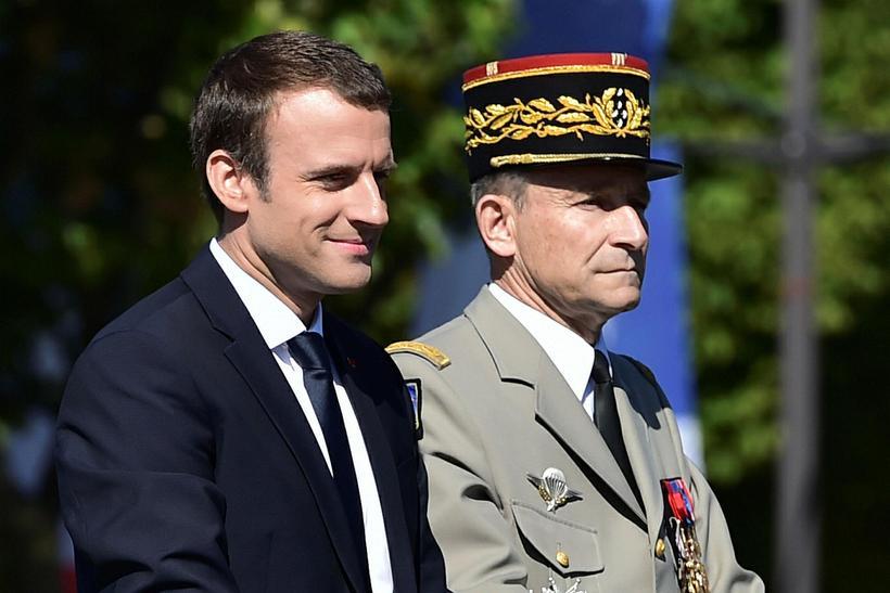 Emmanuel Macron, forseti Frakklands, og Pierre de Villiers hershöfðingi og ...