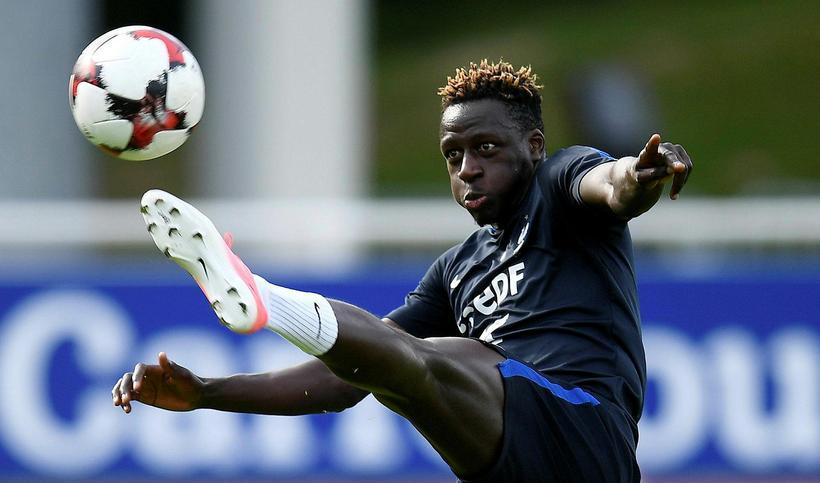 Franski bakvörðurinn Benjamin Mendy er kominn til Manchester City frá ...