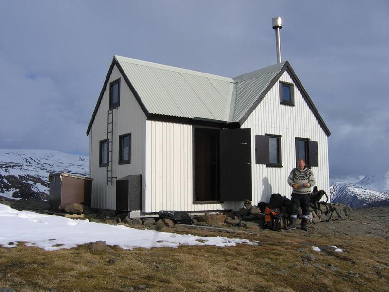 Egilssel, skáli Ferðafélags Fljótsdalshéraðs í Lónsöræfum. Þar fækkaði gestum um ...