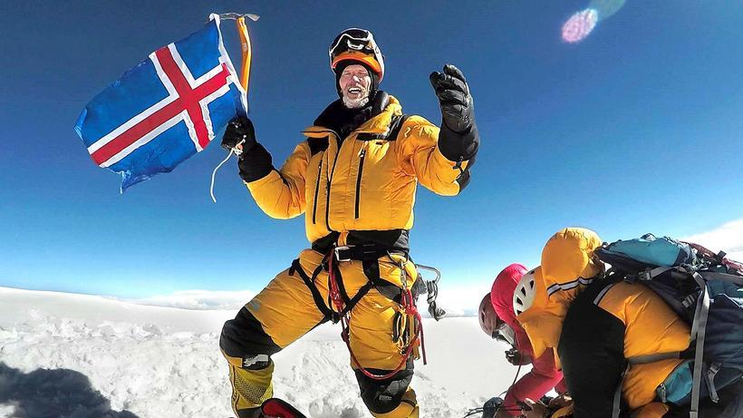 John Snorri Sigurjónsson á toppi K2.