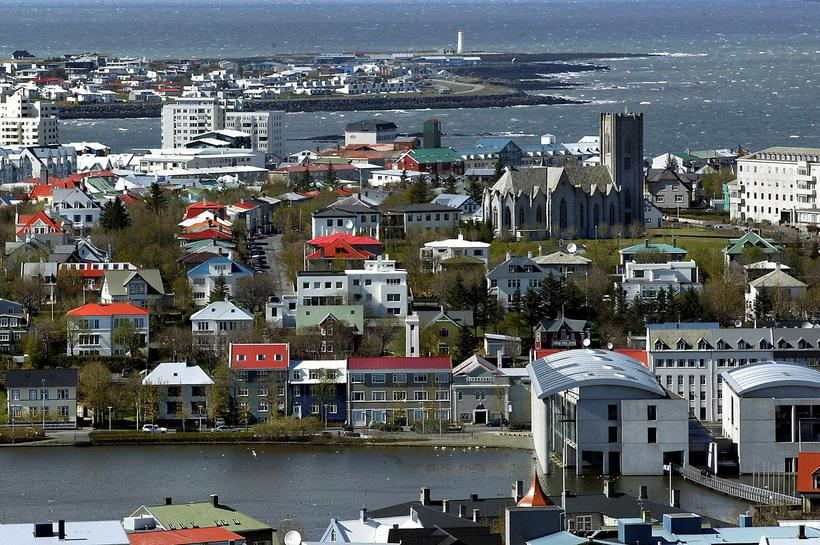 Aðspurð um hugsanleg neikvæð viðbrögð Íslendinga við góðærinu svarar Henný: ...
