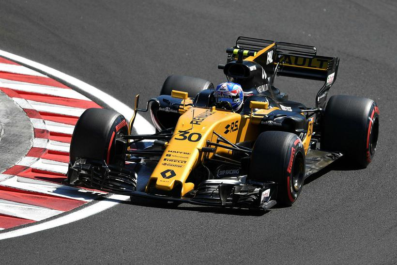 Jolyon Palmer á ferð á Renault í Hungaroring við Búdapest.