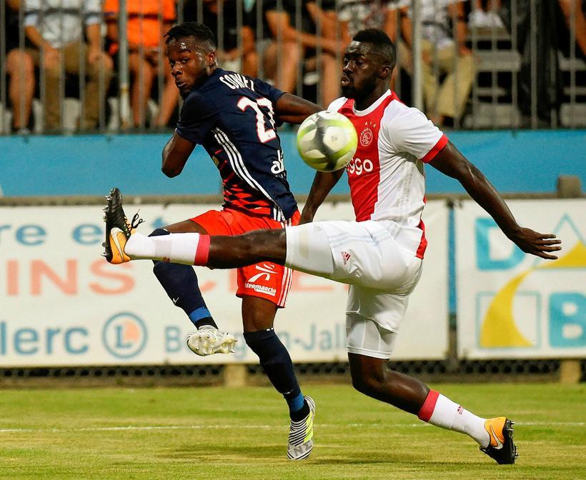 Kólumbíski varnarmaðurinn Davinson Sanchez er kominn til Tottenham frá Ajax ...