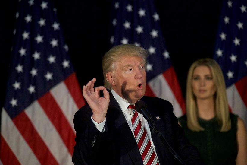 Donald Trump, forsetaframbjóðandi repúblikana ásamt dóttur sinni Ivönku á kosningafundi. ...