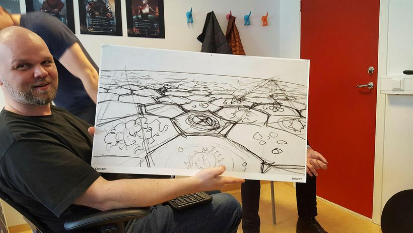 Stefán Gunnarsson framkvæmdastjóri með Starborne solid clouds-teikningu.