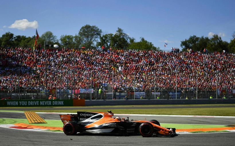 Stoffel Vandoorne á ferð á McLarenbílnum.