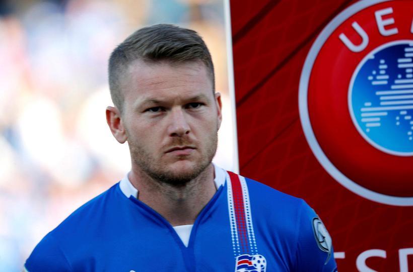 Aron Einar Gunnarsson hefur ekkert spilað með Cardiff síðustu vikurnar ...