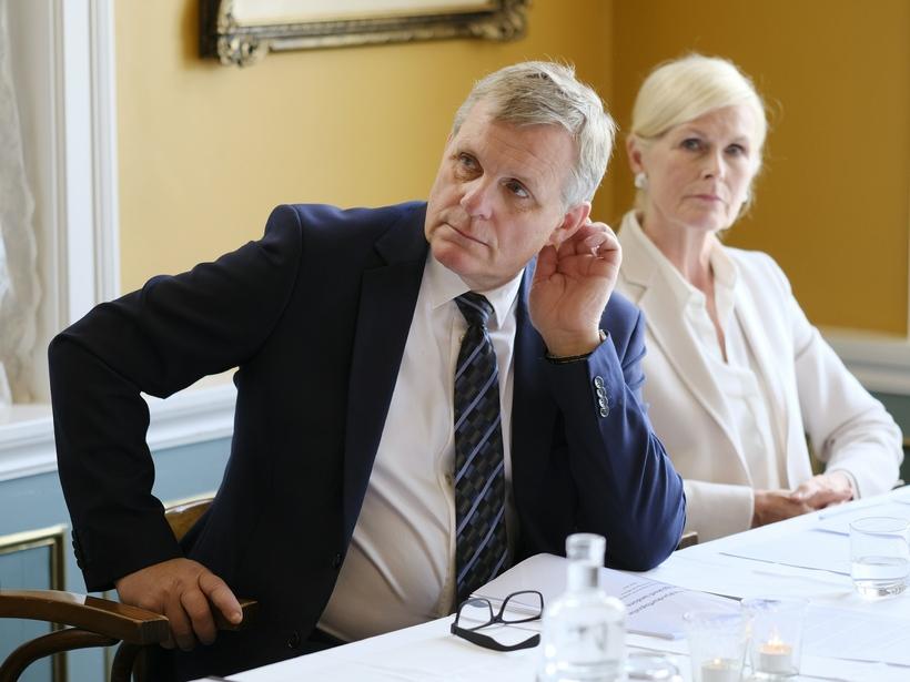 Jón Gunnarsson, samgöngu- og sveitarstjórnarráðherra, kynnti skýrslu um öryggishlutverk Reykjavíkurflugvallar ...