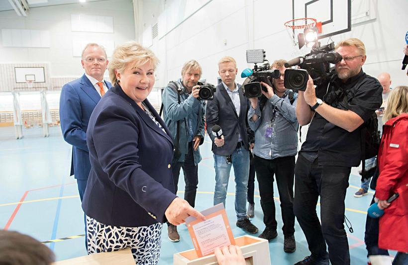 Erna Solberg, forsætisráðherra Noregs, kýs í dag.