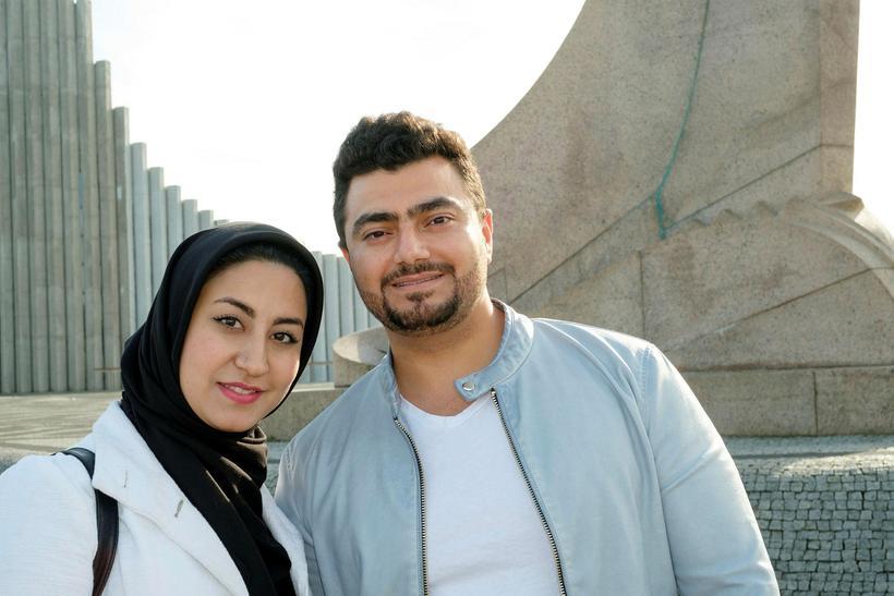 Hjónin Zahra Mesbah og Hassan Raza Akbari kynntust á Íslandi …