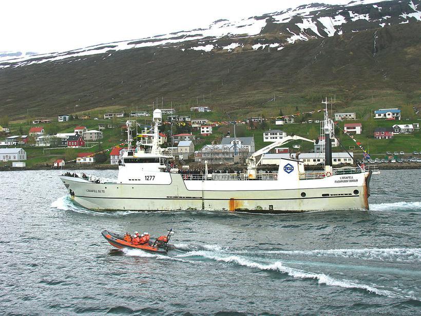 Ljósafell SU-70 á siglingu í Fáskrúðsfirði.