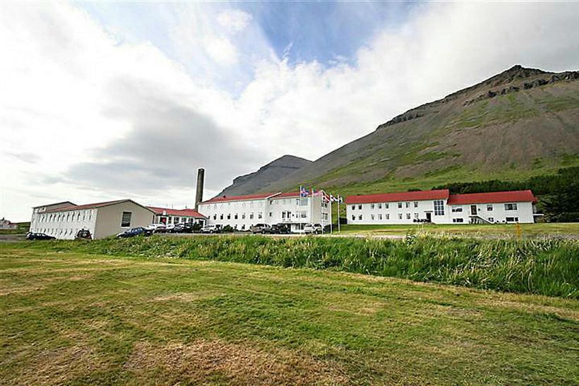 Myndarlegar byggingar eru á staðnum. Ríkið vill selja þær allar. ...