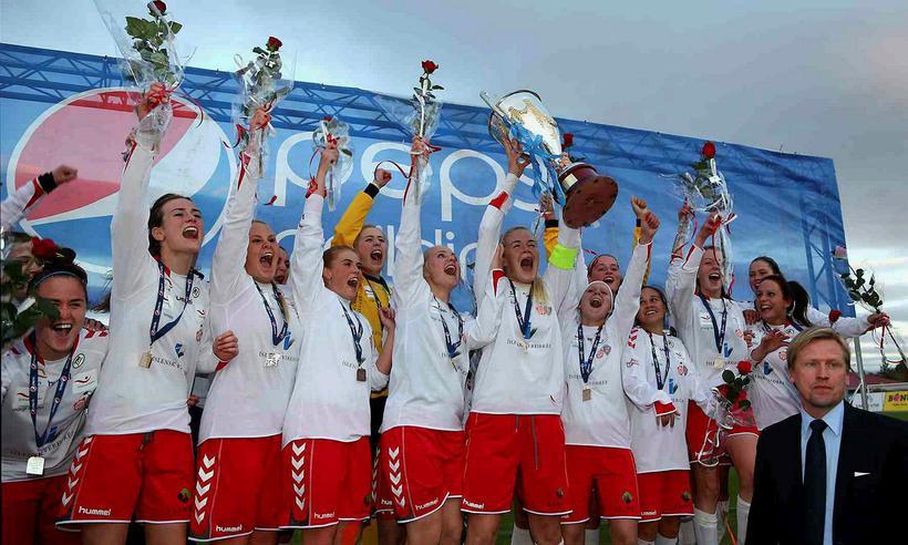 Þór/KA lyfti Íslandsmeistarabikarnum árið 2012.