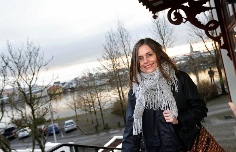 Katrín Jakobsdóttir gengur til fundar við Bjarna Benediktsson, eftir kosningarnar ...