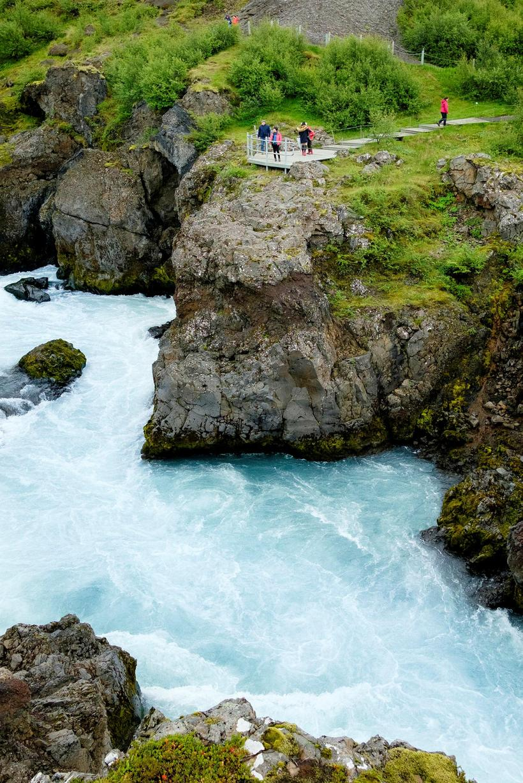Umferð við Hraunfossa í Borgarfirði hefur aukist verulega með auknum ...