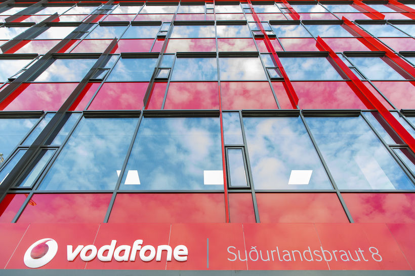 Höfuðstöðvar Vodafone, og móðurfélagsins Sýnar, eru að Suðurlandsbraut.