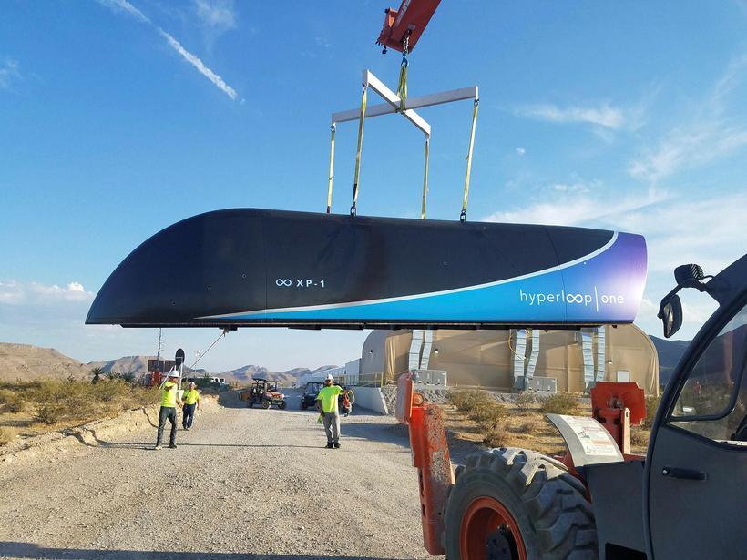 Frumgerðin af háhraðahylki Hyperloop One.